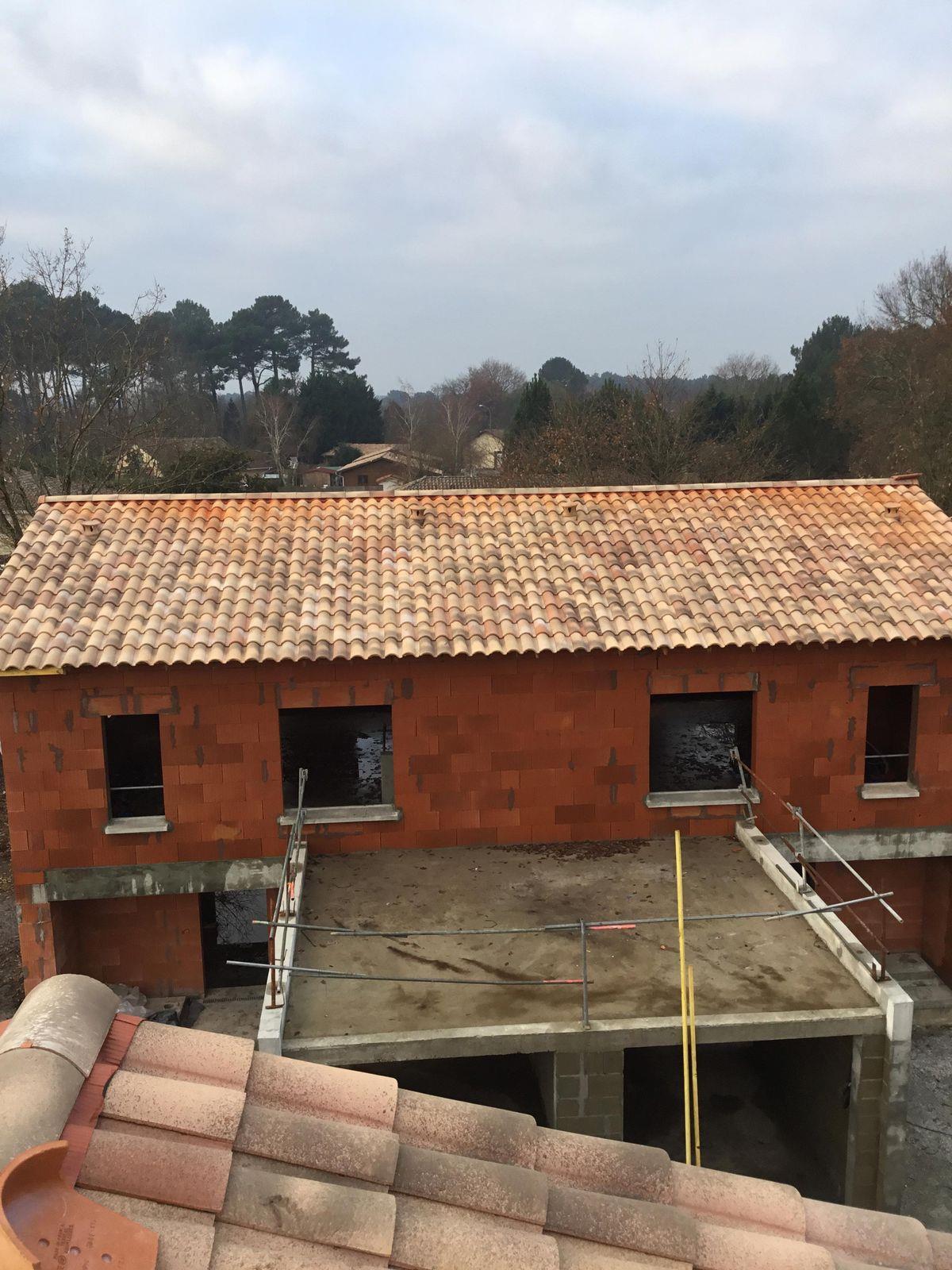 Couverture tuile de terre cuite couvreur bordeaux libourne cavignac construction maison neuve for Construction maison neuve bordeaux